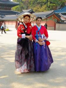 Deux jeunes filles en hanbok.